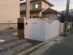 門柱 白い壁